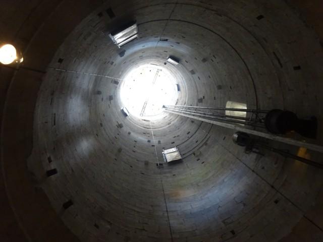5月1日 斜塔の内部