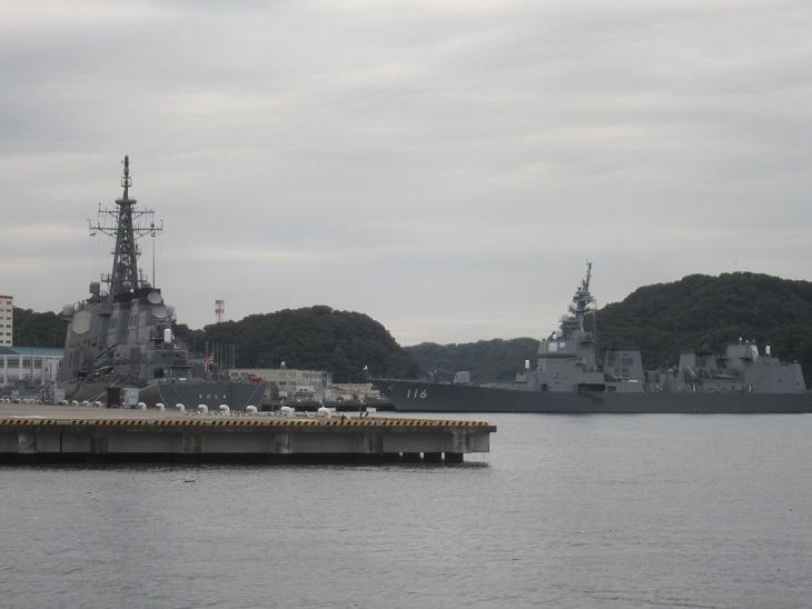 護衛艦もちづきときりしま横須賀港