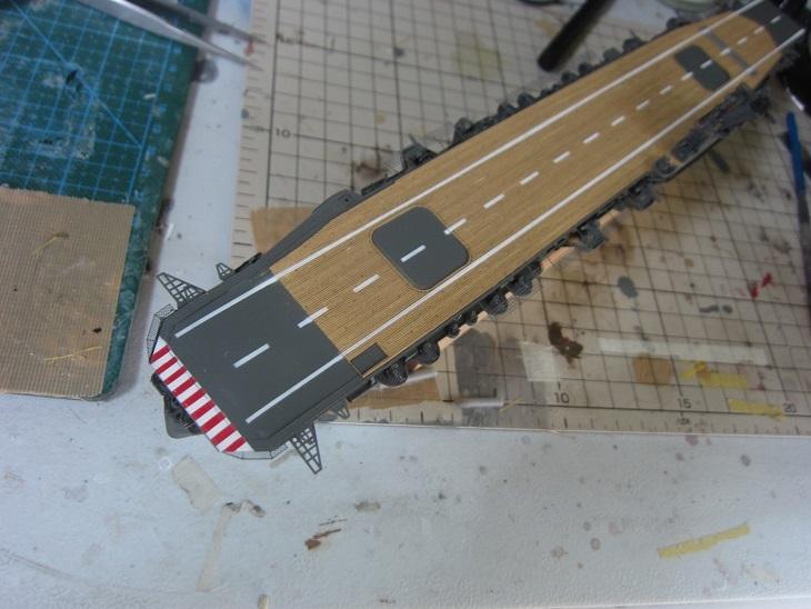 飛鷹飛行甲板白線塗装後