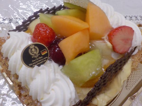 ケーニヒスクローネ 母誕生日ケーキ 201607 (1)