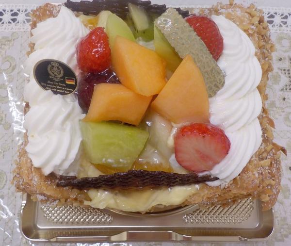 ケーニヒスクローネ 母誕生日ケーキ 201607 (4)