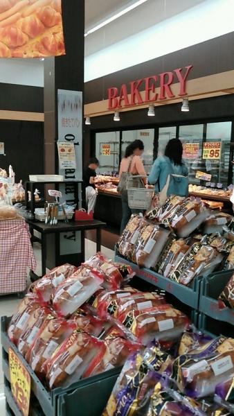 スーパーおくやま パン屋 (2)