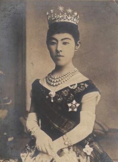 Empress_Shoken_picture3.jpg