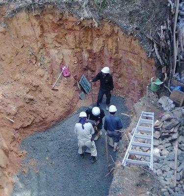 CvqGyQeUAAAxKtl高江、掘削斜面に土留めなし