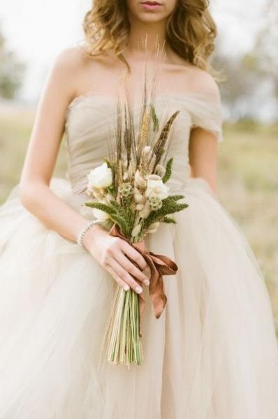 02-ivory-tulle-wedding-dress-for-fall.jpg