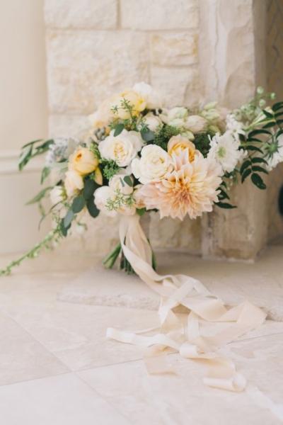 18-romantic-fall-bouquet-in-soft-neutrals.jpg