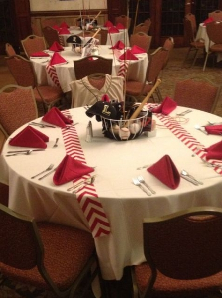 Baseball-themed-tablecloths-for-wedding-day.jpg