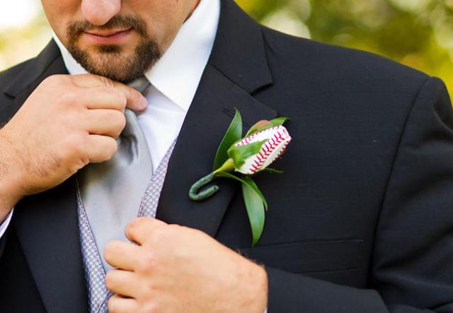 Groom-and-groomsmen-boutonniere-idea.jpg