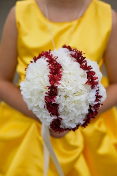 Red-and-white-bridal-bouquet.jpg