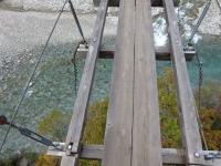 吊り橋の足元
