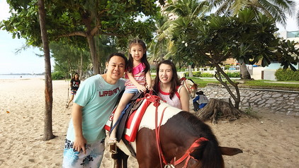 ビーチで馬と (7)