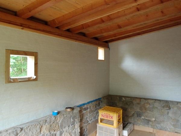 奥の部屋、下塗り終わり