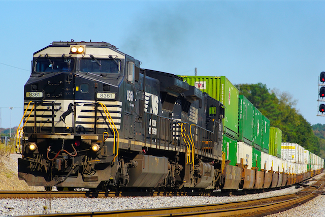 Oct2416 NS8361 container Irondale3