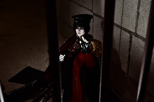 「帝都物語」の加藤保憲としてお迎えした、Ring Doll、Dracula Style-Bを廃墟風スタジオ・プラネアール笹塚で撮影しました。牢屋に閉じ込められた、加藤保憲。