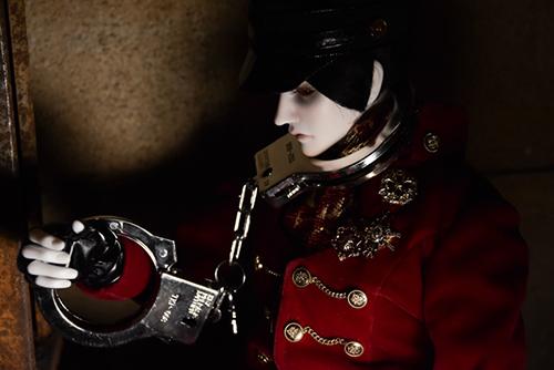 「帝都物語」の加藤保憲としてお迎えした、Ring Doll、Dracula Style-Bを廃墟風スタジオ・プラネアール笹塚で撮影しました。スタジオで手錠をお借りして。