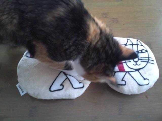 ねこのきもちふろく リサ・ラーソンの猫用抱きクッション