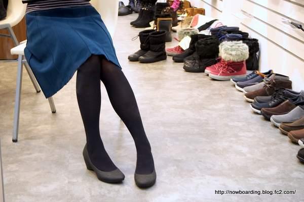 crocs lina wedge w クロックス リナ ウェッジ ウィメン 履いている写真