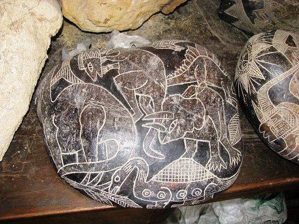 【カブレラ・ストーン】南米ペルーにあるイカの街で発見された「不思議な彫刻がされた石」 本当にオーパーツなのか?