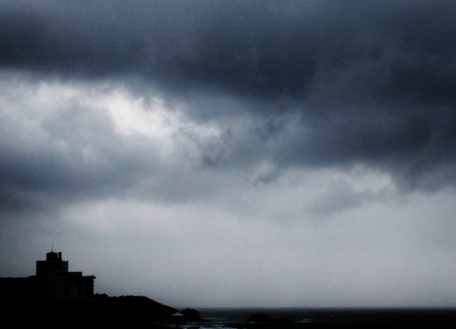 【気圧】頭痛などの体調不良、それ「気象病」です…大型台風の接近は体調に悪影響をもたらす!