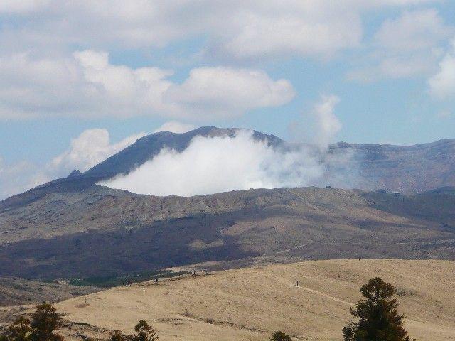 阿蘇山の「マグマだまり」が地震により「約50センチ」西側に引き伸ばされ変形していることが判明