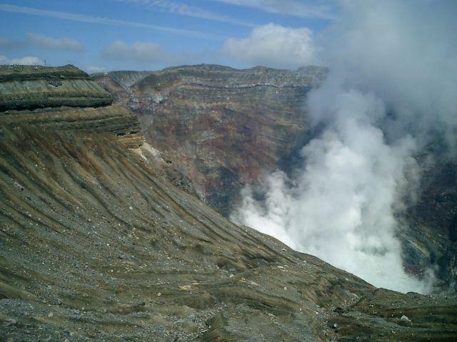 阿蘇山の「マグマ」が熊本地震の被害を減らしてくれていた…「マグマだまり」のお陰で断層のズレが止まった可能性が高い