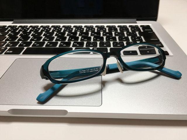 【ディスプレイ】お前ら「ブルーライトカット」のPCメガネを馬鹿にするけど、結構効果あると思うよ