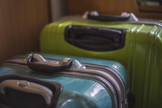 【地震】災害の避難時に持つべきは「リュック、またはスーツケース」どちらがいいのか?