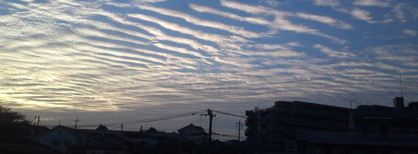 【肋骨雲】関東で波のような模様の「波状雲」の目撃情報が相次ぐ…地震雲か