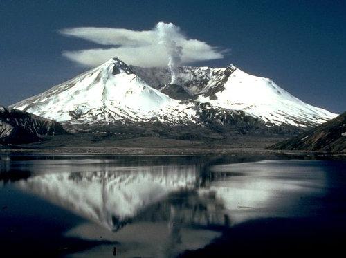 【アメリカ】セントヘレンズ山で地震が急増!3月から130回を観測…USGS「マグマが上昇している」