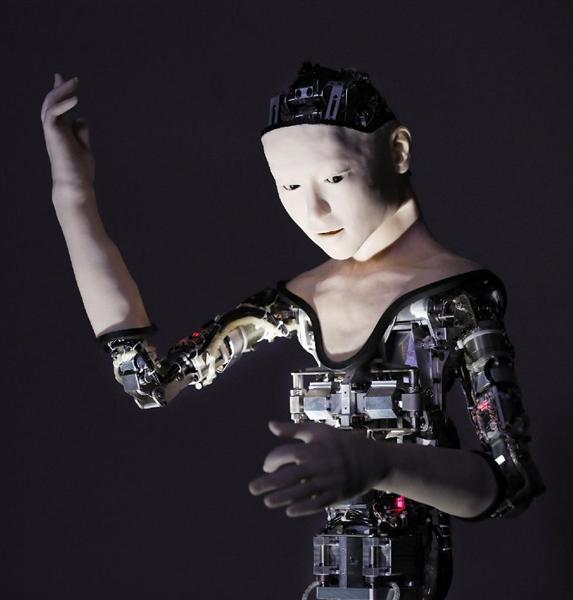 東京大・大阪大のグループが人型ロボット「機械人間オルタ」を披露