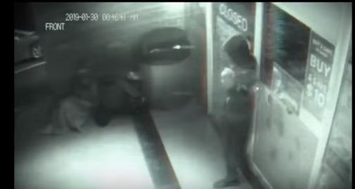 防犯カメラにワープ移動する「タイムトラベラー」が写る…ドアをすり抜ける瞬間、カメラの日付が「2019年」に