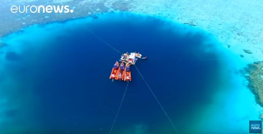 【ブルーホール】南シナ海で「世界で最も深い穴」を発見!深さ約300メートル…地元住民「竜の穴」と呼ばれている