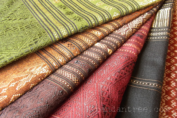 タイの浮織り布1