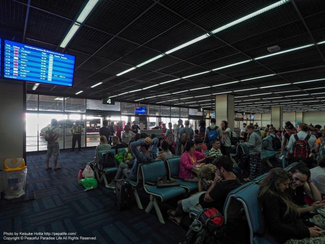バンコクのドンムアン空港 エアアジア便ミャンマー行き搭乗ゲート