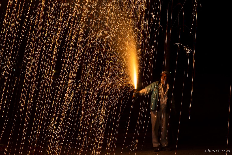 傘火と吹火と綱火と手筒花火_7
