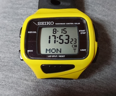 電波腕時計のバッテリー