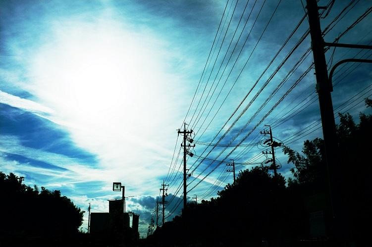 フリー画像空と電線