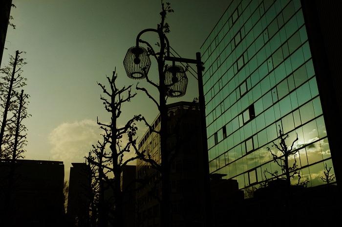 フリー画像空と幾つものビル