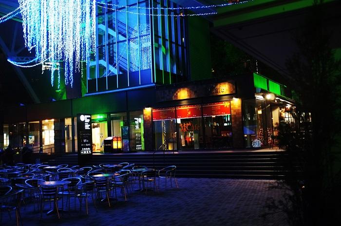フリー画像夜のきらびやかな都会