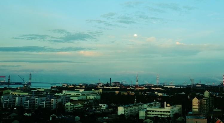 フリー画像空と街