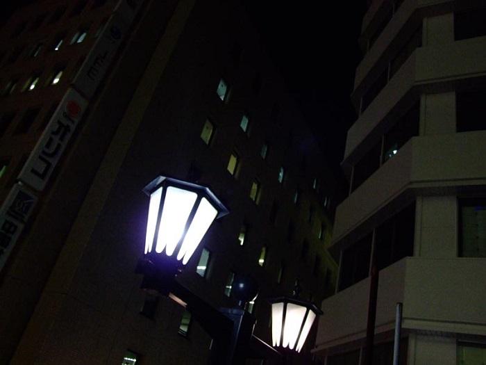 フリー画像夜の街灯
