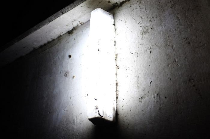 フリー画像壁の街燈