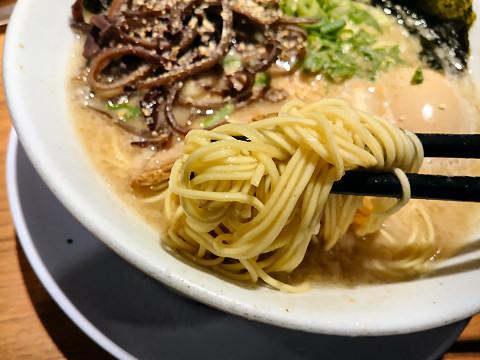 シロマルベース(麺リフティング)@シロマルベース梅田