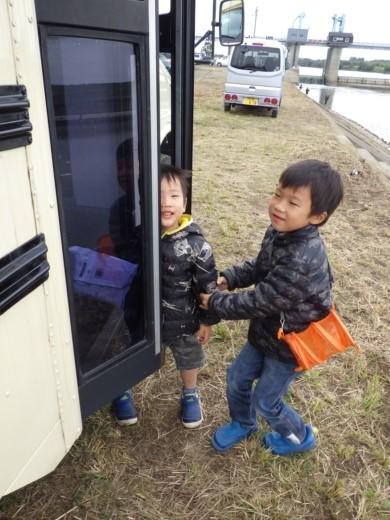 バスで釣 (1)