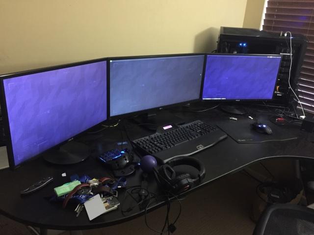 PC_Desk_MultiDisplay77_04.jpg