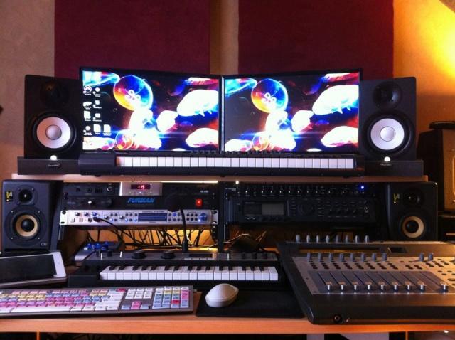 PC_Desk_MultiDisplay77_09.jpg