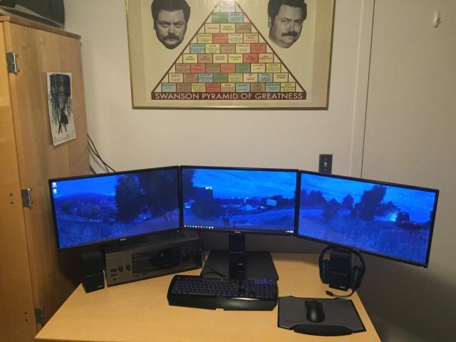 PC_Desk_MultiDisplay77_16.jpg