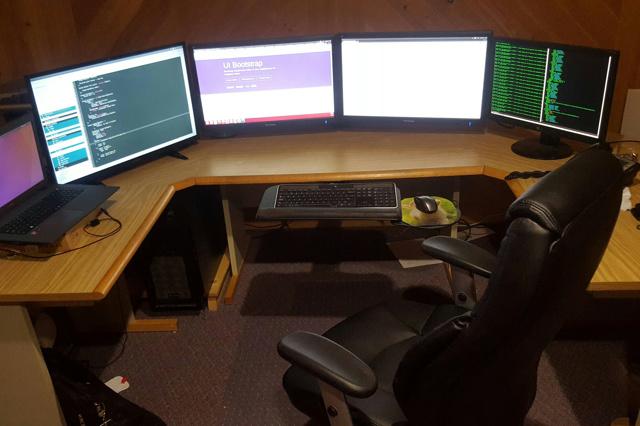 PC_Desk_MultiDisplay77_47.jpg