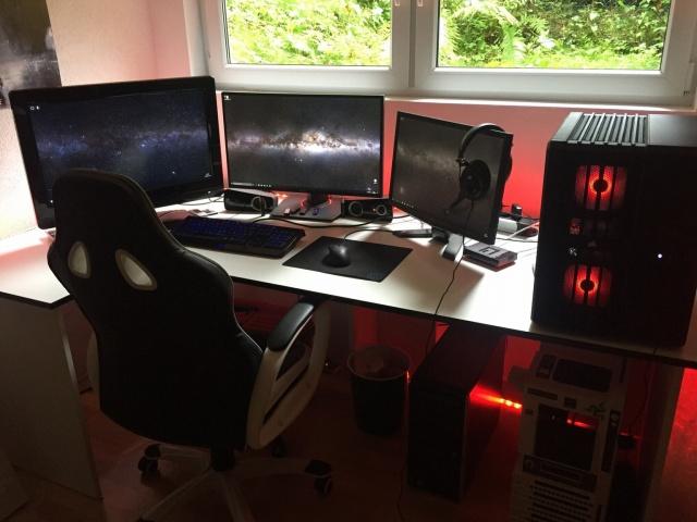 PC_Desk_MultiDisplay77_48.jpg
