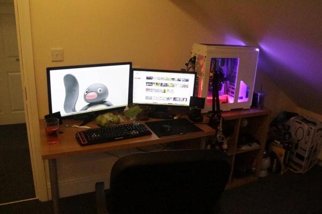 PC_Desk_MultiDisplay77_50.jpg